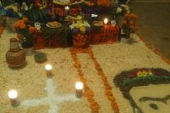 6.Cruz de cal hierbas de olor camino al altar